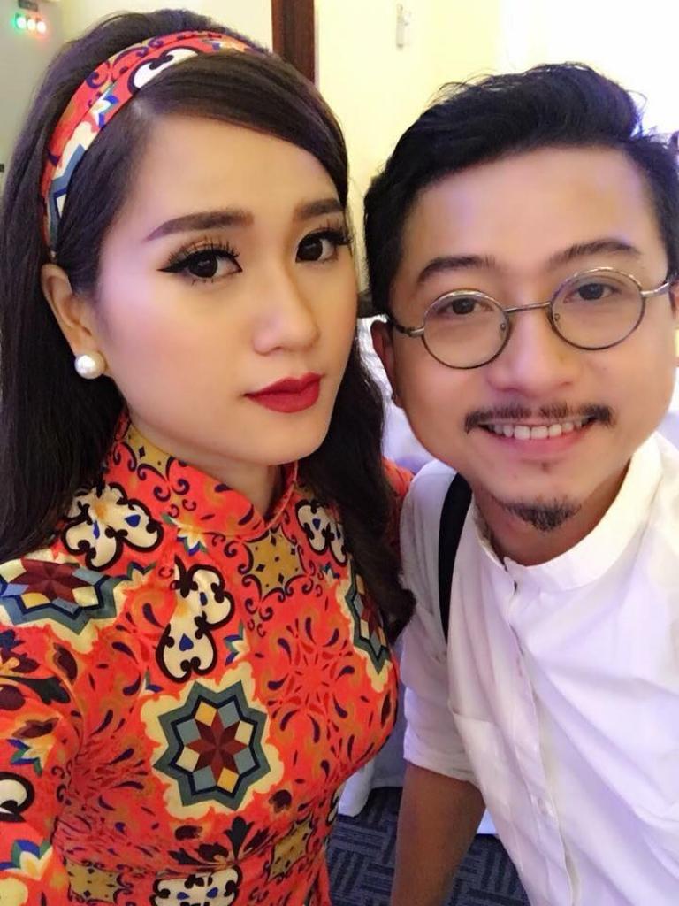 hua minh dat dang anh ung ho tinh than va keu goi fans binh chon cho lam vy da truoc giai mai vang 2018