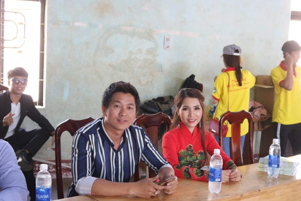 ca si thai ngoc thanh mang xuan yeu thuong den cho hoc sinh va ba con ngheo vung dak nong