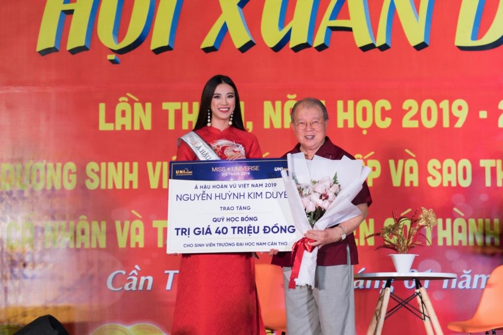 a hau kim duyen trich 80 trieu dong tien thuong trao hoc bong cho hoc sinh sinh vien tai can tho