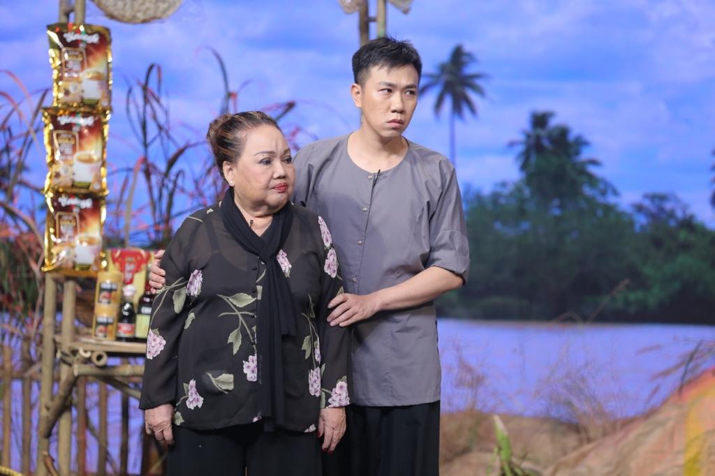 hoa hau khanh van lan dau mang vuong mien tien ty len san khau sanh doi cung chi tai