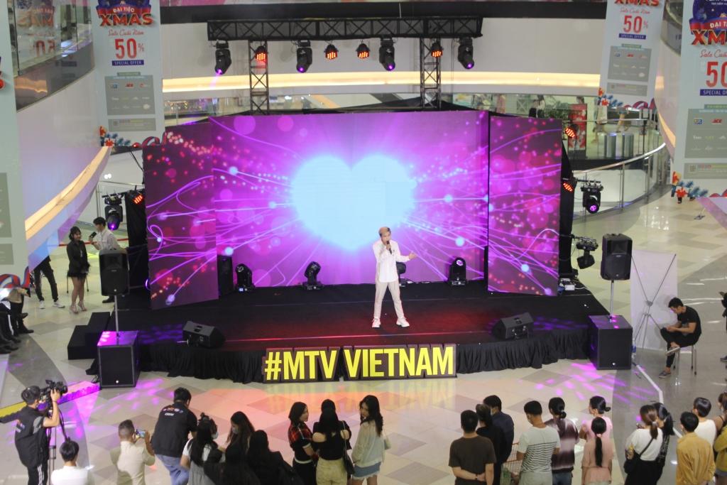 Giới trẻ Sài Gòn mãn nhãn với những màn biểu diễn cực chất tại MTV Connection