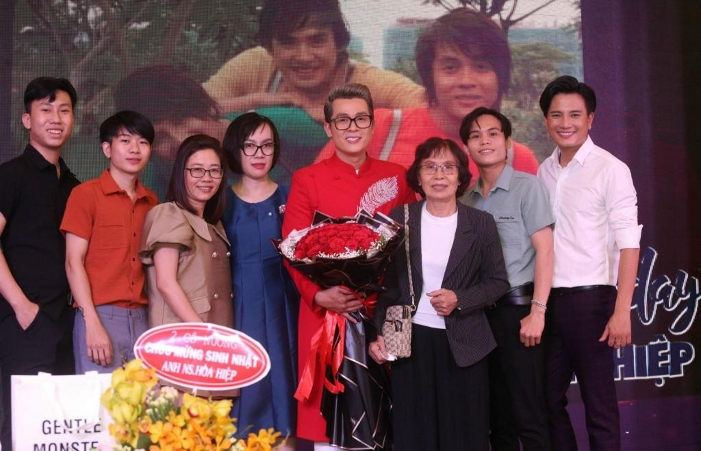 Hòa Hiệp tổ chức sinh nhật quyên góp ủng hộ miền Trung