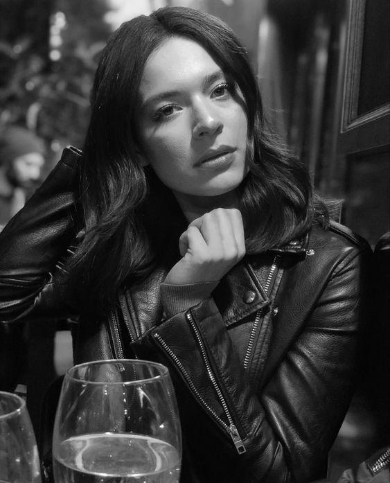 Nữ diễn viên Safak Pekdemir