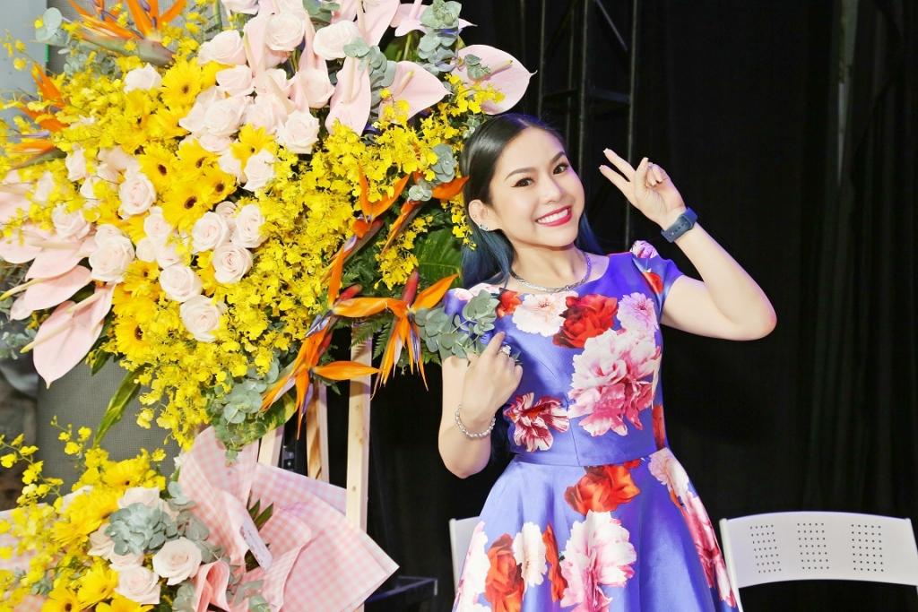 Dù bị chấn thương chân, Quán quân 'Sao nối ngôi' Bình Tinh vẫn ra mắt 2 phim video cải lương