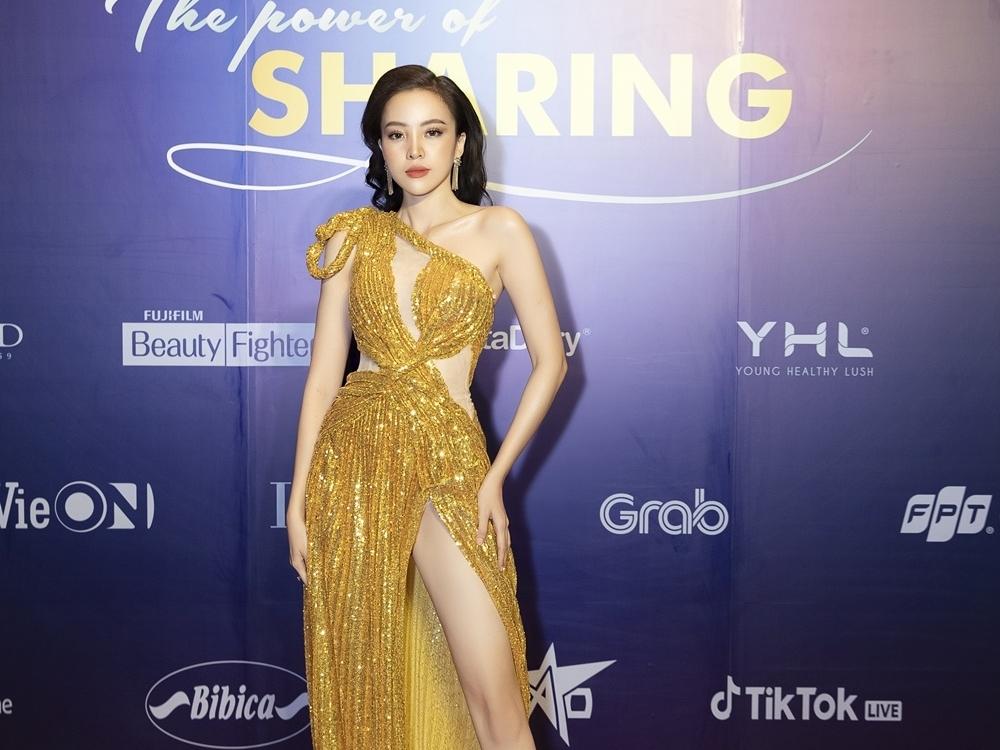 Siêu mẫu My Lê khoe nhan sắc rực rỡ tại lễ trao giải 'Ngôi sao của năm 2020'