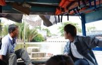 Huỳnh Lập đi lao động ở Miếu Nổi, phụ giúp người cha già gồng gánh nuôi vợ con tật nguyền
