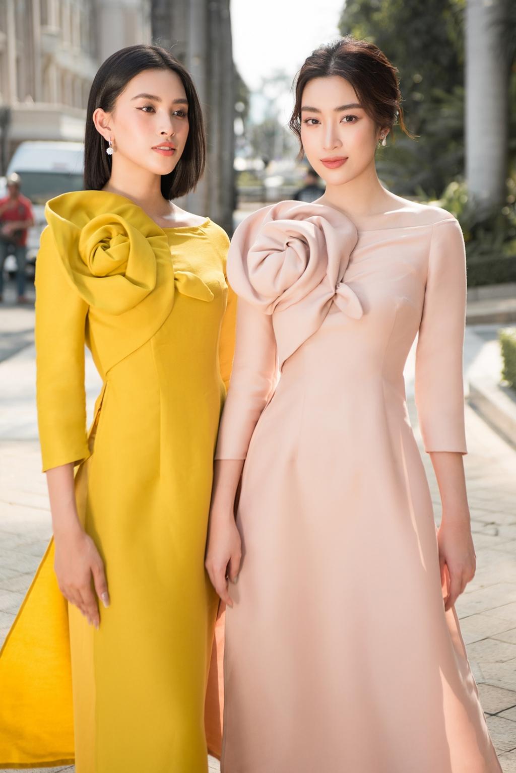 Tóc ngắn diện áo dài, Tiểu Vy xinh tươi cạnh Hoa hậu Đỗ Mỹ Linh