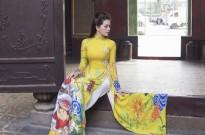 Á hậu Lâm Ngọc Trâm duyên dáng trong tà áo dài mừng Tết Nguyên đán