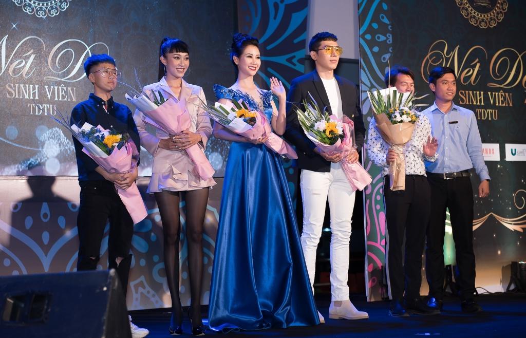 Á hậu Liên Phương sánh đôi Nam vương Ngọc Tình chấm thi 'Nét đẹp sinh viên Đại học Tôn Đức Thắng'