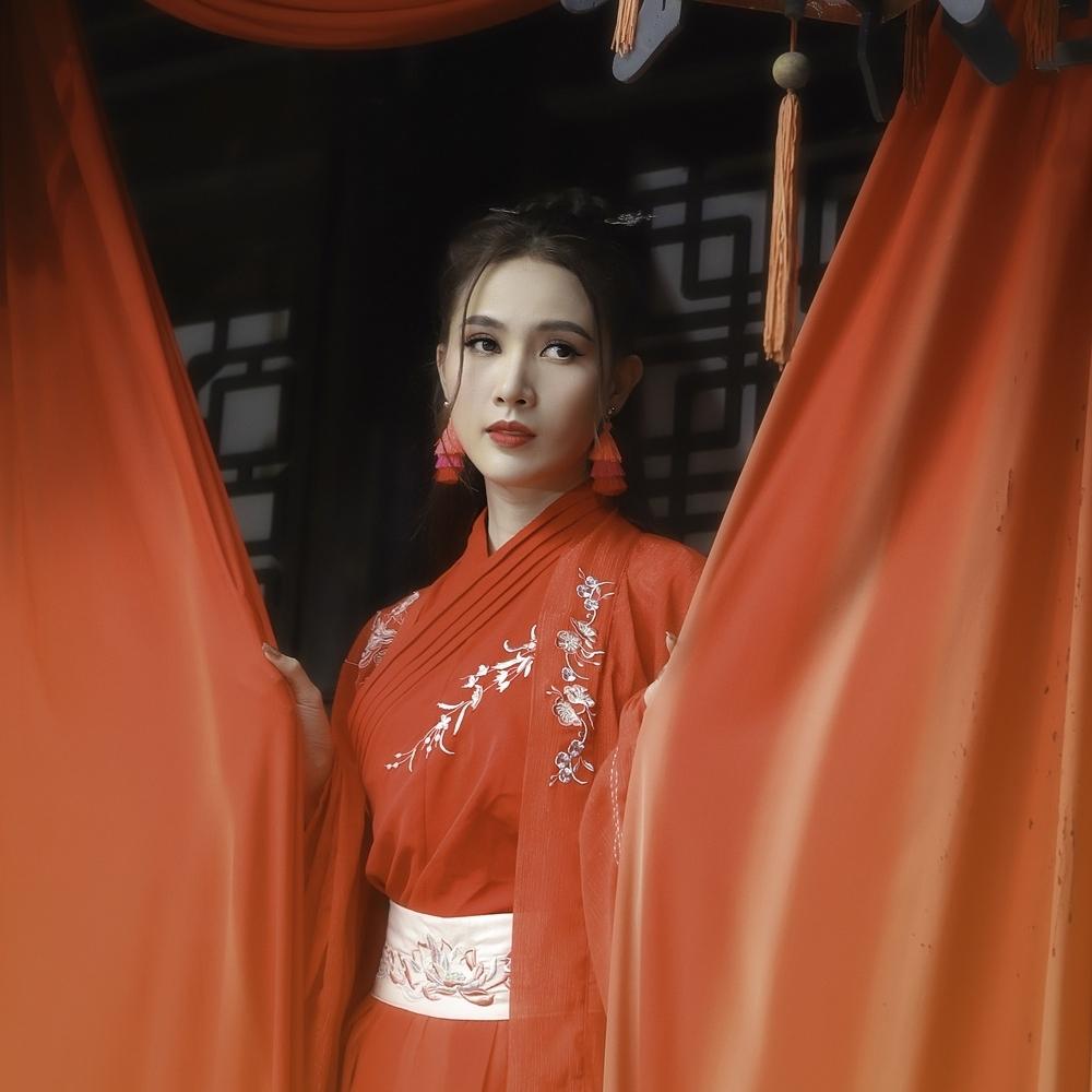 Giữa tâm dịch Covid-19, Hoa hậu Phan Thị Mơ chia sẻ điều ước đầu năm 'ấm lòng' người hâm mộ