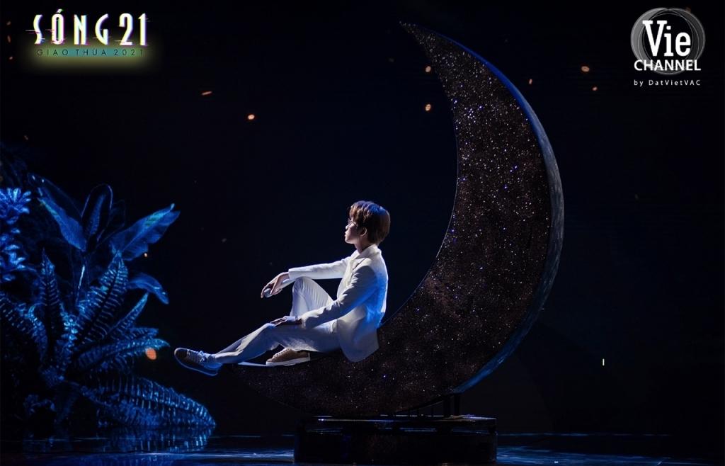 Jack biến cả sân khấu Sóng 21 thành Wonderland với màn treo mình trên không cực hoành tráng