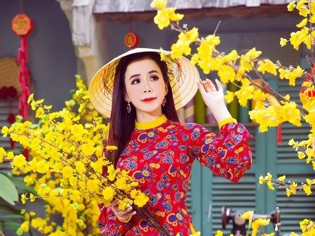 Hoa hậu Oanh Lê gây thương nhớ với áo dài