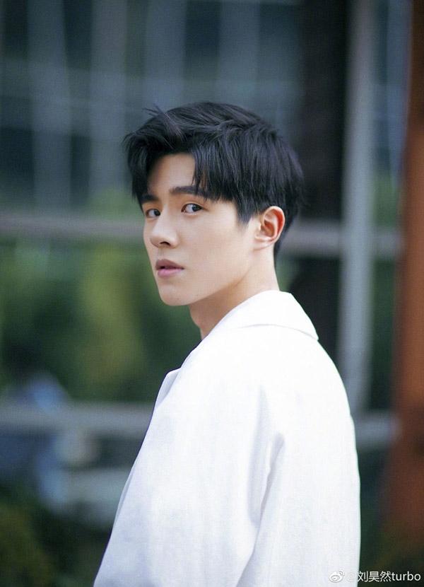 Top 5 mỹ nam Hoa ngữ có sự nghiệp đang lên như 'diều gặp gió'