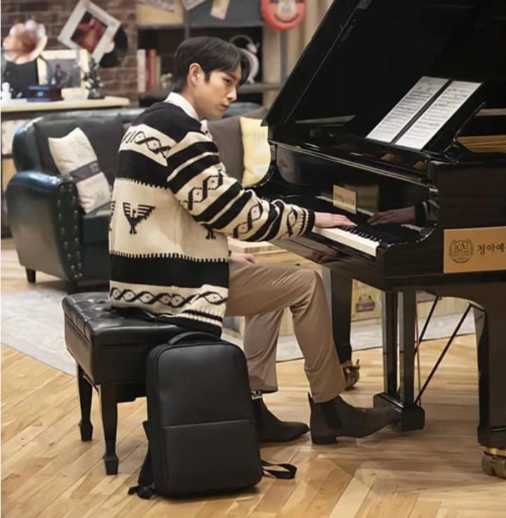 'Penthouse' tập 4: Seok Hoon khiến người xem nổi quạu vì quá hèn nhát, thấy Ro Na bị ức hiếp vẫn trơ mắt đứng nhìn