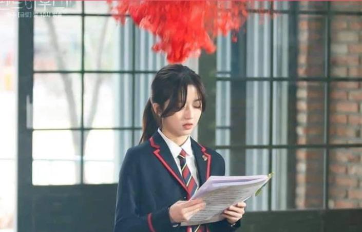 'Penthouse' tập 4: Seok Hoon 'yêu còn ngại', thấy Ro Na bị ức hiếp vẫn dửng dưng?
