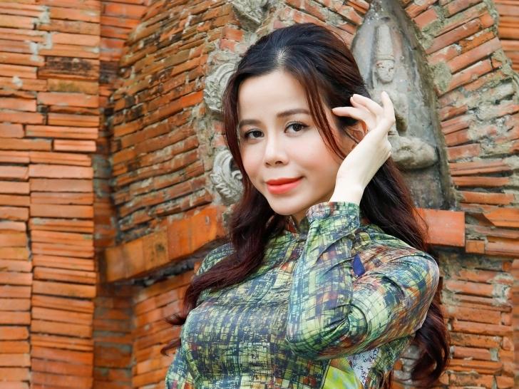 Hoa hậu Oanh Lê 'gây thương nhớ' với bộ ảnh 'tinh tế' dịp đầu xuân