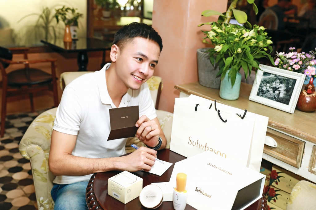 kham pha qua 83 sao nam viet danh tang cho nguoi thuong