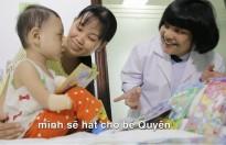 'Bác sĩ Xì Trum' tham gia 'Hát mãi ước mơ' để tặng chân giả cho bệnh nhi bị cắt hết tay chân