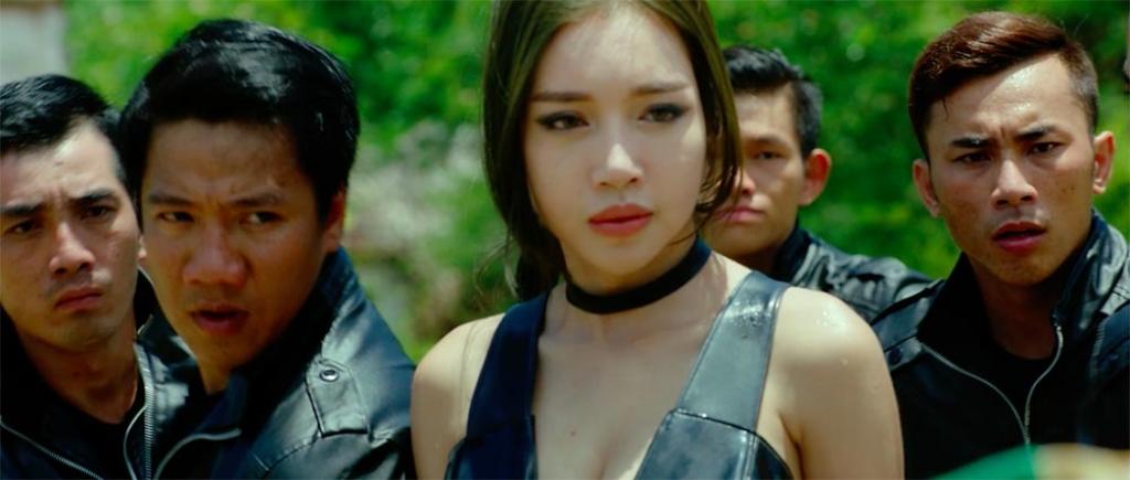 he lo canh ruot duoi kich tinh trong phim girls 2 nhung co gai va gang to dong o viet nam