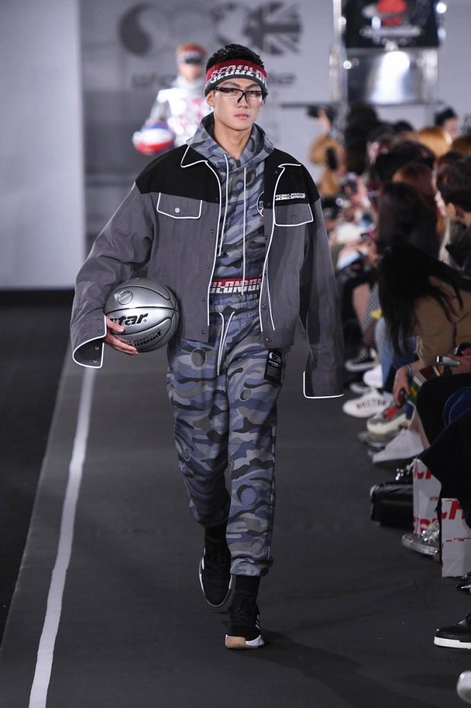 quan quan mac trung kien sai buoc tai seoul fashion week