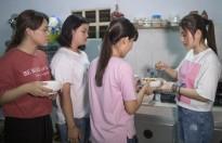 Tố My tự tay nấu mì Quảng đãi fan sau giải thưởng Ca sĩ Bolero của năm