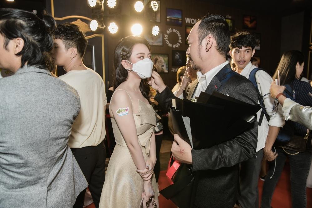 khong tham gia phim me mua thu trang van chia se day xuc dong ve nang 3
