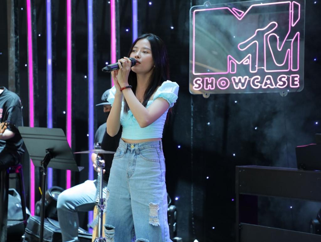 MTV Showcase trước giờ G: Juky San ráo riết tập luyện, Tăng Phúc 'hóa' lãng tử tình ca