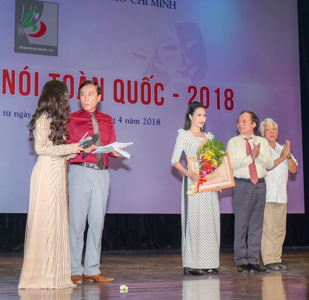 san khau trinh kim chi gianh 6 giai thuong tai lien hoan kich noi toan quoc 2018