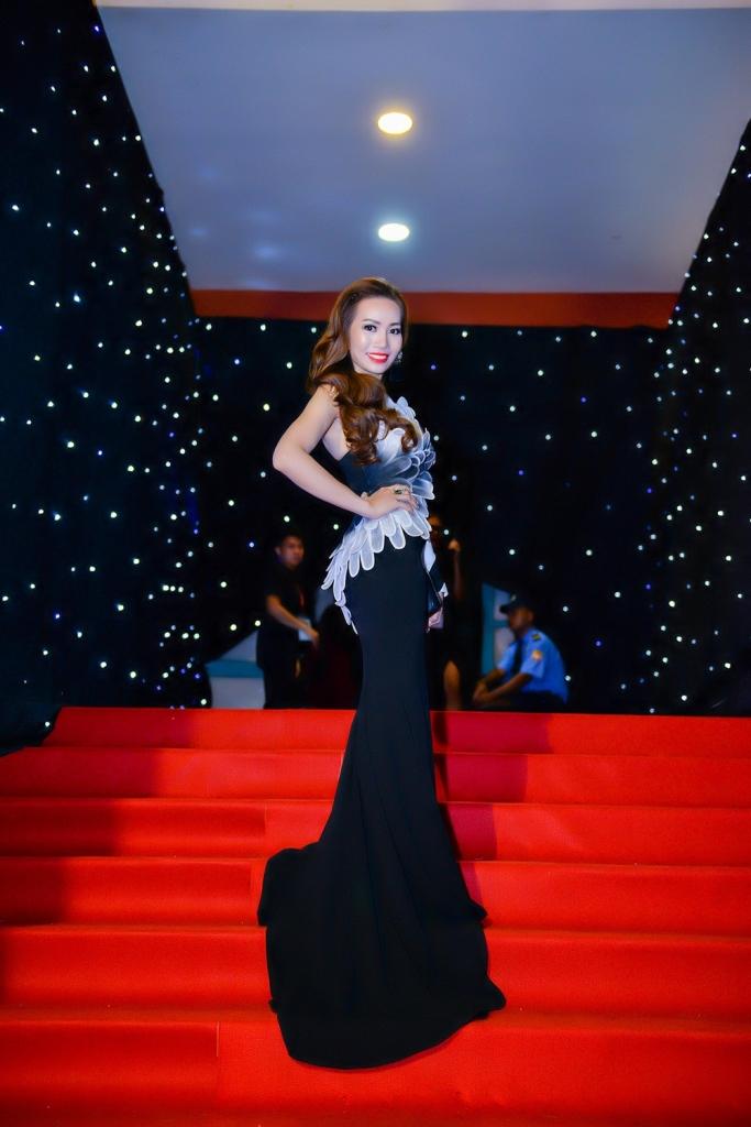 a hau 2 ms universe business 2018 rang ro hoi ngo dan sao viet