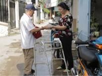 Rớt nước mắt trước câu chuyện nghệ sĩ cải lương Phi Hùng bị tai biến và bán vé số mưu sinh ở tuổi 86