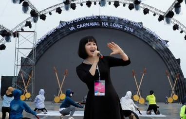 trang nhung hao hung tham gia le hoi carnaval ha long 2018 tren que huong minh