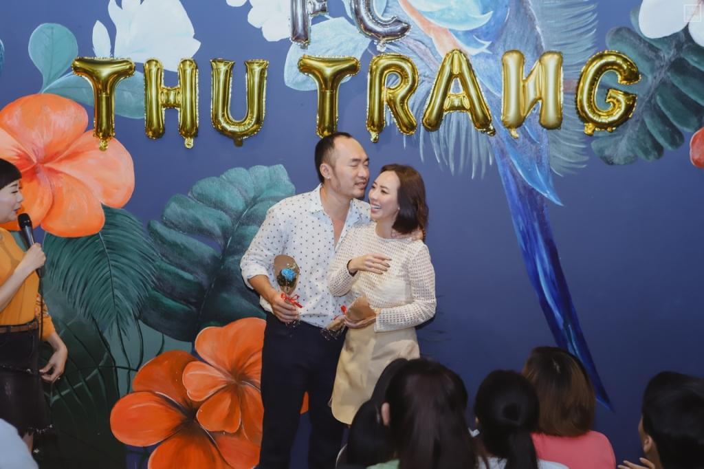 thu trang tien luat dien lai canh cau hon bang banh bao trong fanmeeting