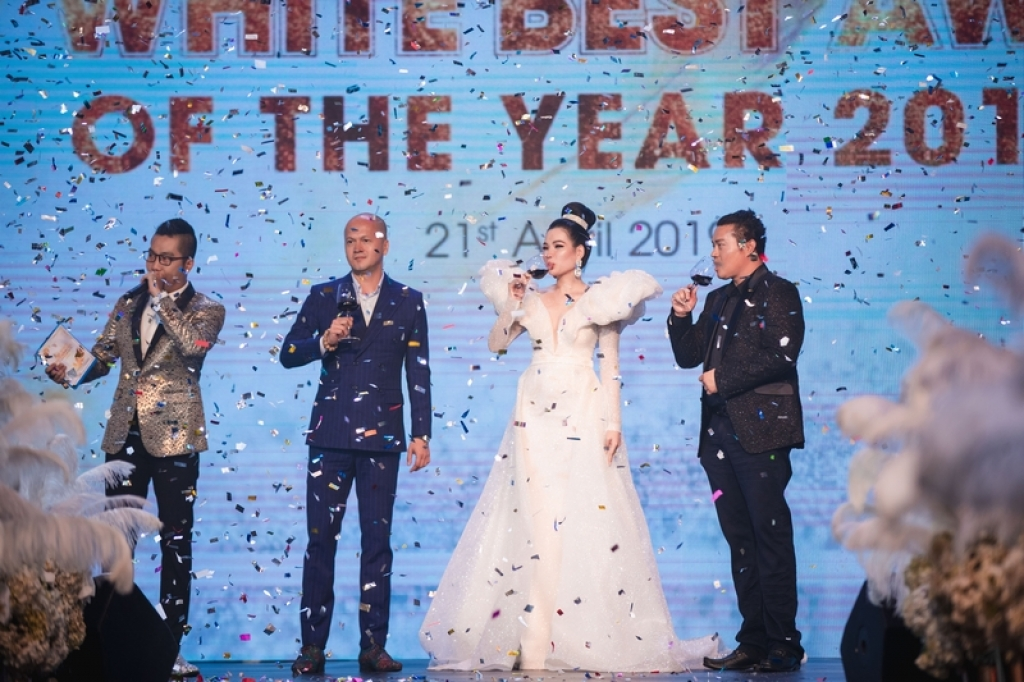 isaac noo phuoc thinh khuay dong dem trao giai top white best awards of the year 2019