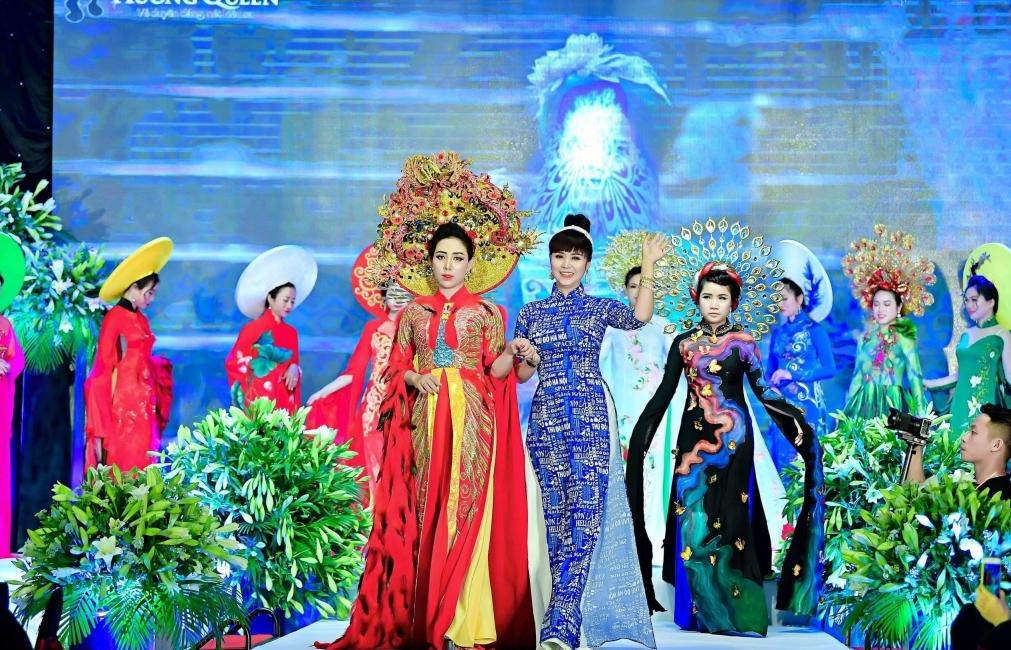 doanh nhan pham quynh trinh dien cuon hut lam vedette trong bst moi cua huong queen