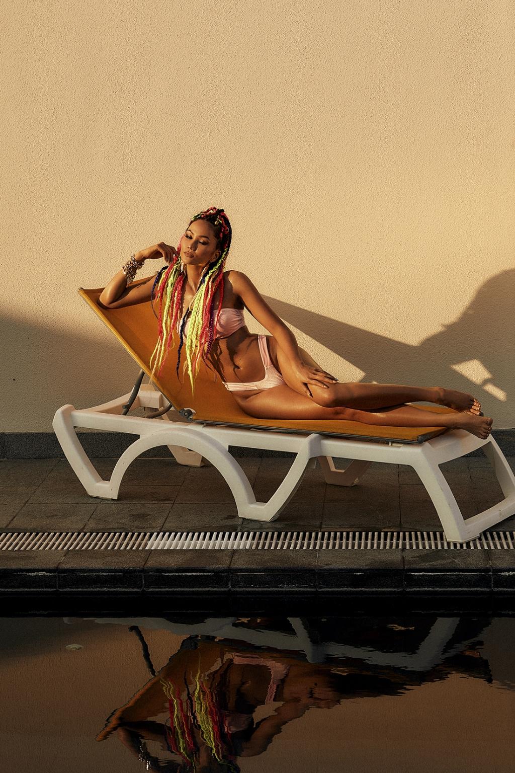 Hoa hậu H'Hen Niê khoe bikini 'bỏng mắt', thế này ai mà chịu được