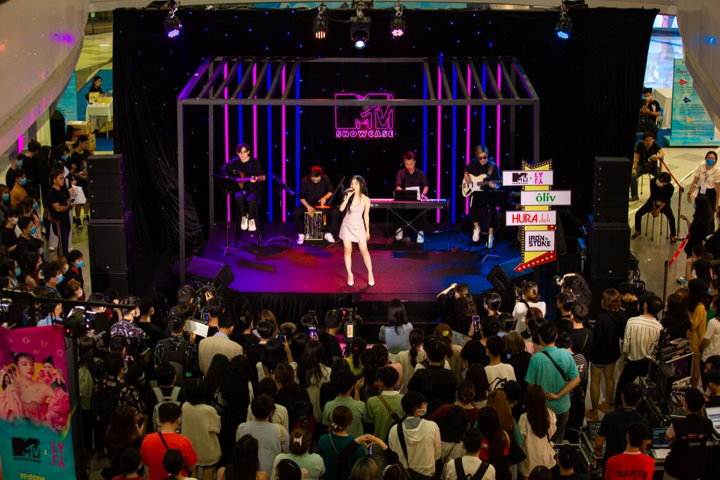 Lyly hóa nàng công chúa, hát live cực ngọt tại 'MTV Showcase'