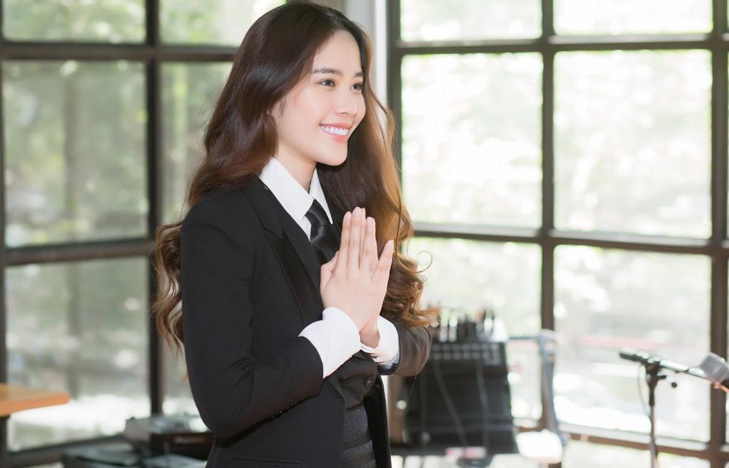 Nam Em hát tiếng Thái trong buổi ra mắt MV tại Thái Lan