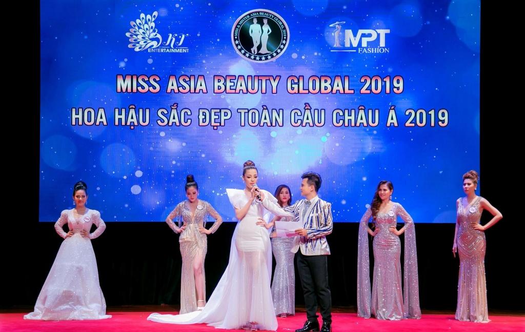 ban sao thu ky tran phuong ha dang quang hoa hau sac dep toan cau chau a 2019