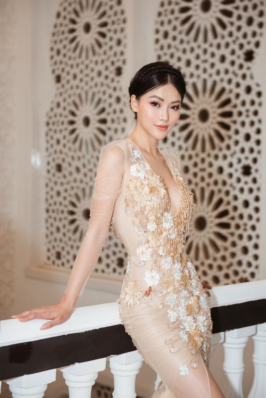 hoa hau phuong khanh co the dien thoi trang khong can thu lao
