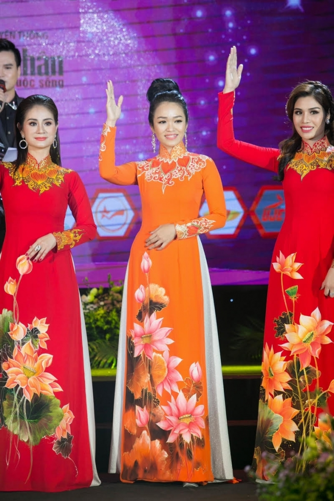 nguoi dep thien vu tu tin buoc vao top 12 cuoc thi miss world busines 2018