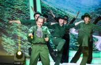 Hùng Thuận hóa 'bố' Trần Hiếu xuất sắc giành giải nhất tuần đầu tiên 'Gương mặt thân quen 2018'