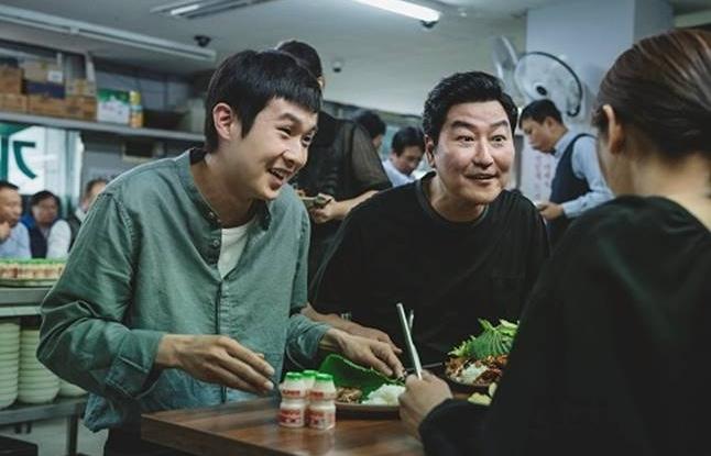 parasite ky sinh trung duoc tong thong ung ho o han quoc gay bao tai viet nam