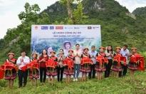 Hoa hậu Lương Thùy Linh khánh thành con đường hơn 2 tỷ tại Lũng Lìu
