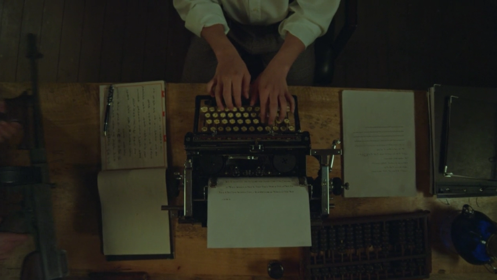 Để giải quyết ân oán, 3 nhà văn chuyển kiếp từ những năm 1930 đến thời hiện tại