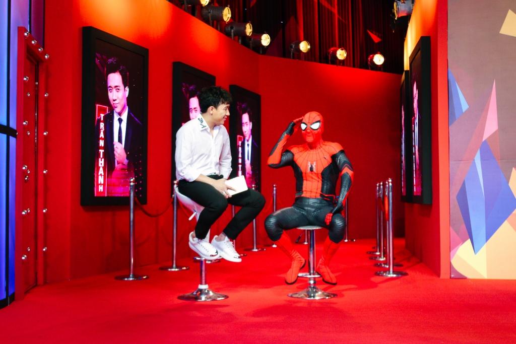 cat cong moi spider man tu my sang viet nam de phong van doan xem tran thanh nhan cai ket the nao