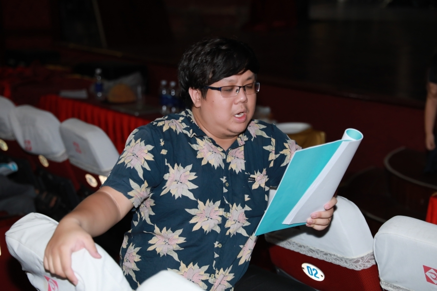 hoai lam cham chu lang nghe loi huong dan cua nghe si chi tam trong buoi tap tuong lan va diep