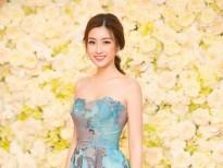 Hoa hậu Mỹ Linh khoe vai trần với phong cách thời trang Thu – Đông