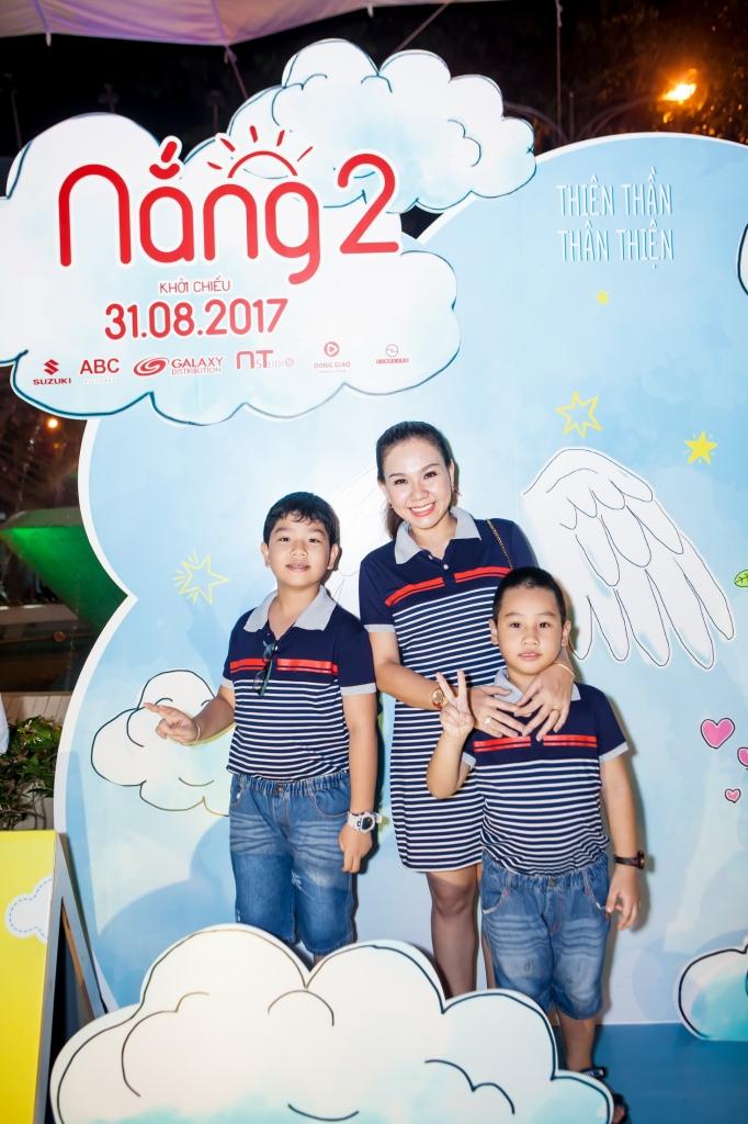 mc xuan hieu tonsurton cung hai con trai du ra mat phim nang 2