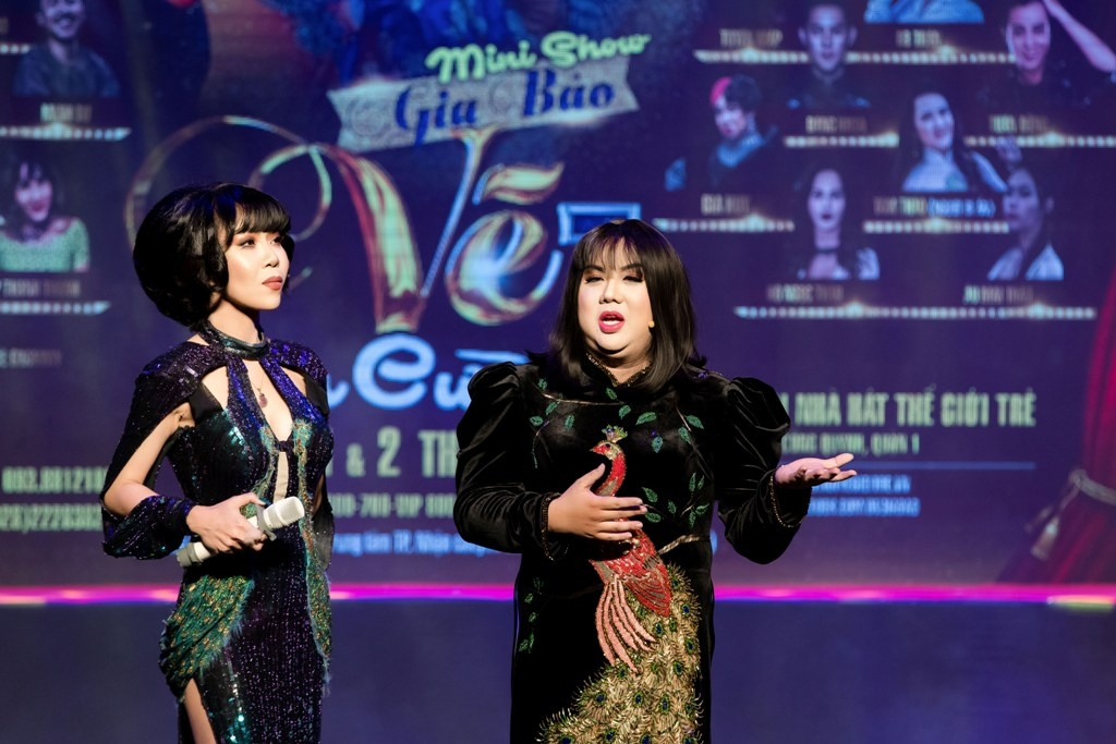 mc trac thuy mieu bat ngo lam host chuong trinh goi lo to ngay giua san khau minishow gia bao