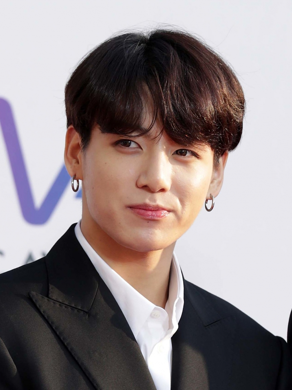 jungkook bts la nam ca si than tuong kpop co ca khuc solo tru hang lau nhat tren billboard world digital song sales
